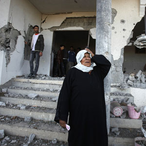 reu palestinian woman 300 16nov12 INSIGHT: Preventing Further Escalation in Gaza
