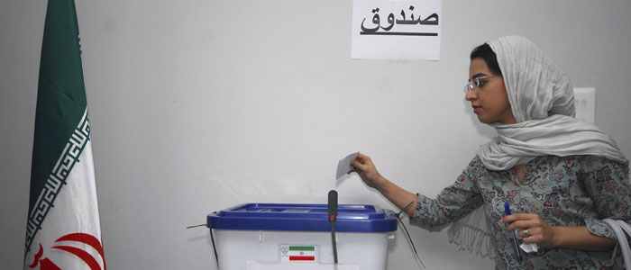 A woman casts her vote in Iran's 2009 presidential elections. (Reuters file)