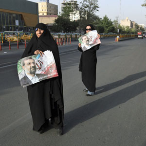 Supporters of Iranian presidential candidate Mohsen Rezaei, a former commander of Iran's Revolutionary Guard, hold his posters during a street campaign, in Tehran June 6, 2013.