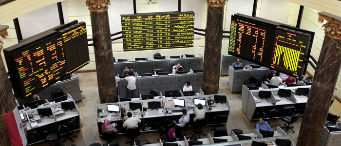 Traders work at the Egyptian stock exchange in Cairo July 4, 2013 (Reuters).