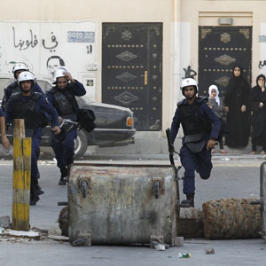 Riot police run after anti-government protesters during clashes in the village of Maqusha, west of Manama September 21, 2013. (Reuters)